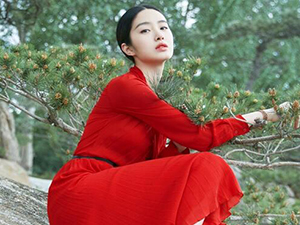 杨采钰是哪里人 大美女投入老男人怀抱背后