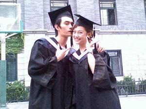王凯大学毕业照曝光 中二少年王凯青涩照满