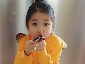 小葱花是谁的女儿 家庭背景被扒竟然是冉莹颖的女儿很震惊