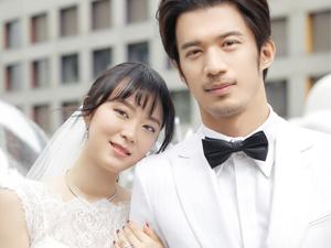 黄璐范玮举办婚礼 杜江亲吻新郎婚礼场景温馨有故事