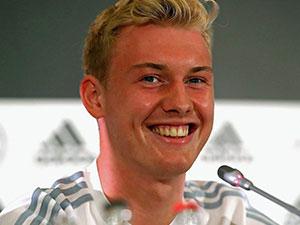 布兰特赛后自拍惹争议 世界杯输球微笑惹怒球迷本尊回应