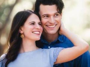 康纳崔西订婚照 高颜值夫妇满屏都是甜蜜的