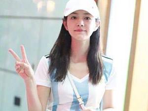 陈妍希穿阿根廷队服 一身搭配很抢眼女神却是伪球迷