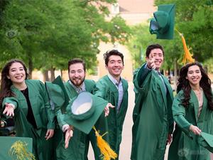 五胞胎大学齐毕业 高颜值高成就其父亲:喜