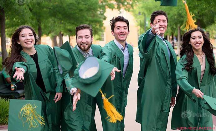 五胞胎大学齐毕业