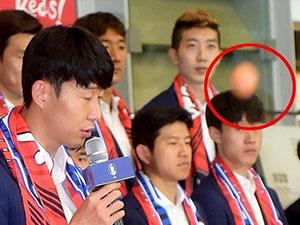 韩国队遭扔生鸡蛋 球迷此举背后原因被揭引网友愤怒