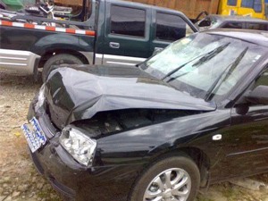 自己开车碾压自己 不可思议画面曝光太奇葩又危险