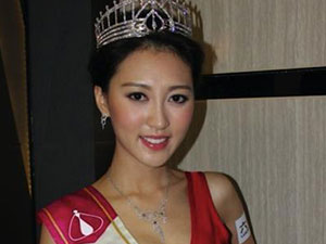 港姐嫁大40岁高层 26岁何艳娟将嫁富商曾被曝一脚踏两船