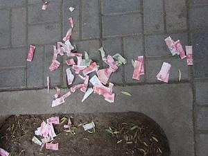 撕毁人民币被罚款怎么回事 故意撕毁人民币犯法吗