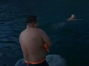 驴友野泳每人罚1千 驴友饮用水源头野泳遭痛