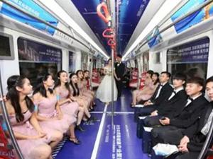 新娘乘地铁当婚车 背后原因及现场情形引围
