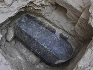 埃及发现2千多年前石棺 神秘石棺被打开内部景象令人震惊