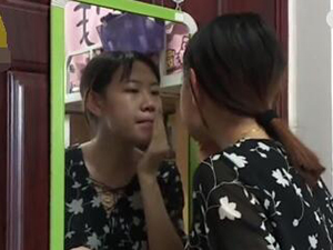 考研1天化妆2次 理由说得头头是道获一针见