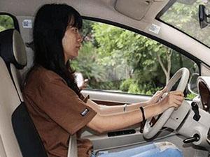司机太累乘客开车 结果险酿悲剧惊魂一幕回放引人惊