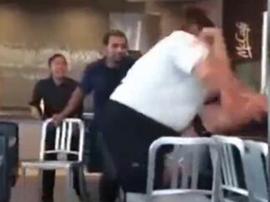 美麦当劳员工打人 因实力悬殊顾客猛遭强壮