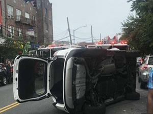 华裔女子翻车事故 女子浑身是血场面不堪入目