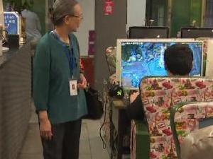66岁老奶奶查网吧 一直在坚持做的事背后原因暖心