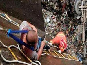 垃圾回收车坠坑底 事件始末及详细经过曝光