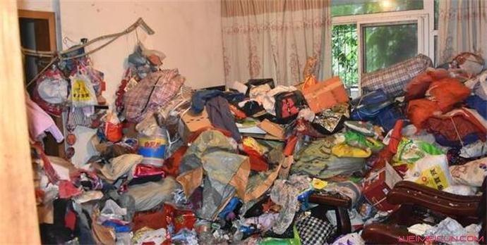 女子爱好收藏垃圾 前因后果曝光房间如垃圾场臭气熏天(原创)