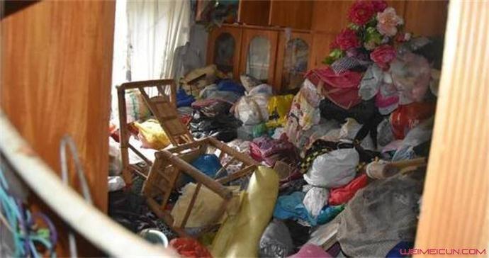 家里垃圾堆积如山