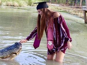 女生鳄鱼拍毕业照 一人一兽合影极为传神背后内情大揭秘