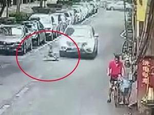 玩扭扭车遭碾死 男孩与妈妈打招呼几十秒后