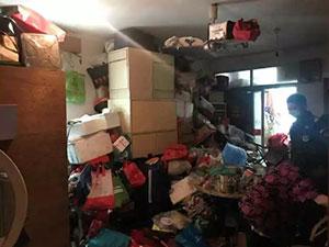 双胞胎捡废品成癖 揭事件详情双胞胎家中9吨废品臭气熏天