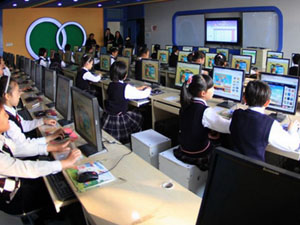 杭州小学万元校服 该校的学费更令人望而观
