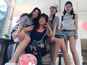 安以轩晒游泰国照 逆天长腿吸睛身上T恤品牌