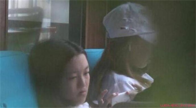 李亚鹏带女儿会友怎么回事