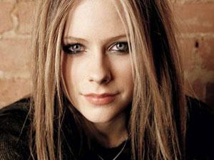 艾薇儿回归怎么回事 五年前双重打击用新歌