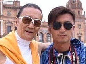 82岁谢贤竟然摘掉墨镜 差别很大一直戴着的