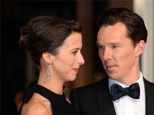 卷福老婆怀第三胎 结婚4年恩爱如热恋红毯上深情对视