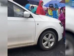 车顶学生司机身份曝光 回顾事件始末经过她含泪道歉并受处罚