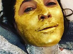 女主持敷纯金面膜 面部发光令人傻眼曝具体详情