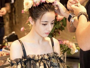 迪丽热巴走秀是什么回事 中韩泰三国女星斗