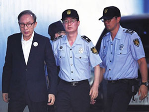韩前总统李明博被判15年 韩总统为高危职业
