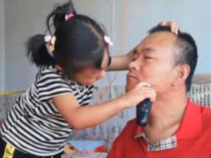 6岁女童直播照顾瘫痪父亲 靠打赏过日被质疑