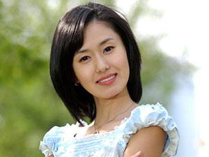 韩女星醉酒出席活动 一夜爆红的金智秀三次