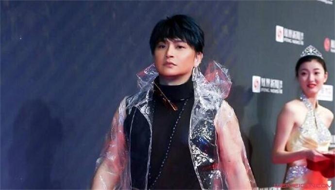陈志朋塑料膜外套