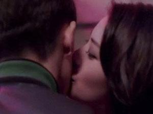 邓伦王柳雯合拍广告 白富美王柳雯亲吻邓伦网友哭了