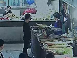 男子提10万元买菜 背后原因及原委曝光小贩做法获赞