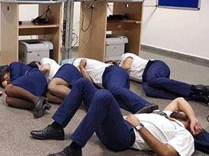 航空公司回应空姐集体睡地板 航空公司回应具体说了啥