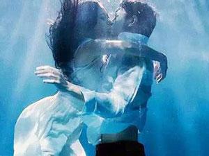 李嘉雯金瀚床戏 李嘉雯金瀚在水中接吻两人