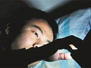 小伙熬夜引发抢救 惊险全程曝光已脱险但背