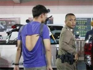 泰国拒绝陪酒被打 男子被拦爆发冲突场面不堪入目