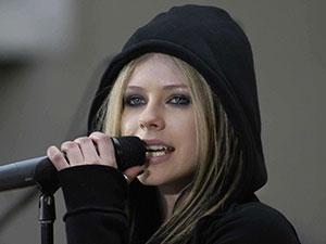 艾薇儿参加歌手是真的吗 女歌手艾薇儿个人