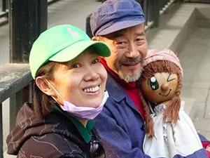 李雪健和老婆近照曝光 两人携手走过35年研