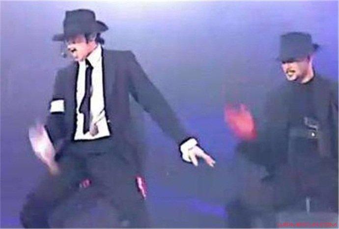 徐锦江撞脸迈克尔伴舞