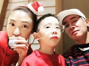 陈小春晒迎接圣诞 应采儿与儿子逛母婴店现